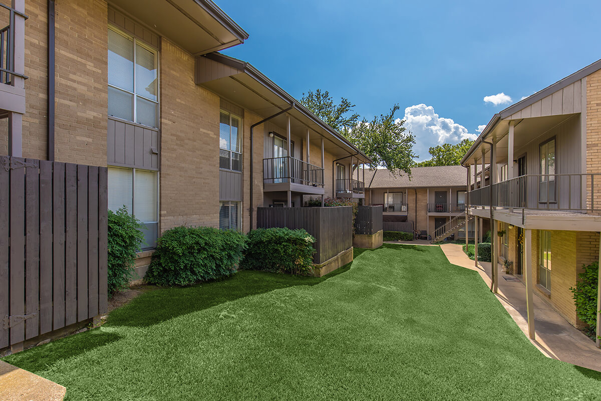 Fox Hills Apartments accent image 1
